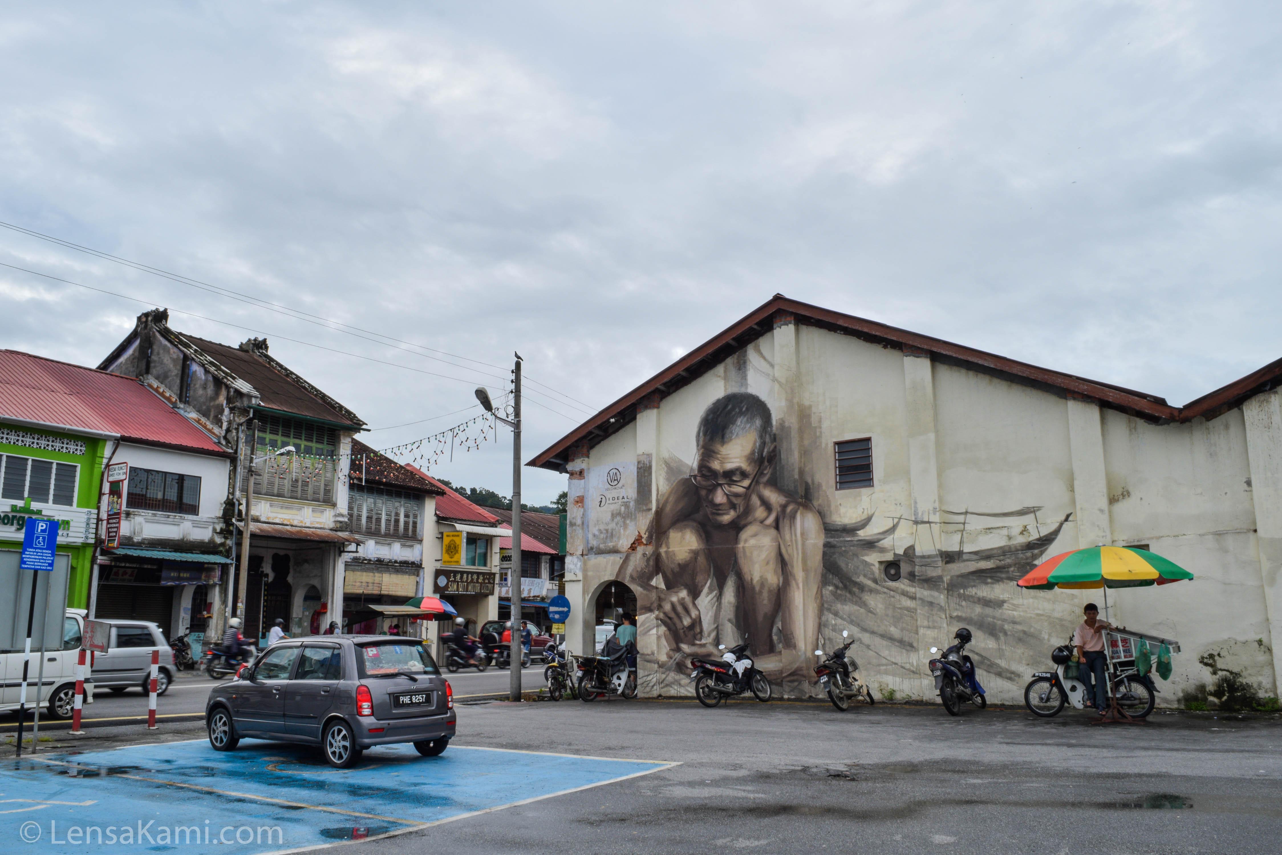 Terdapat beberapa mural di sekitar pekan Balik Pulau