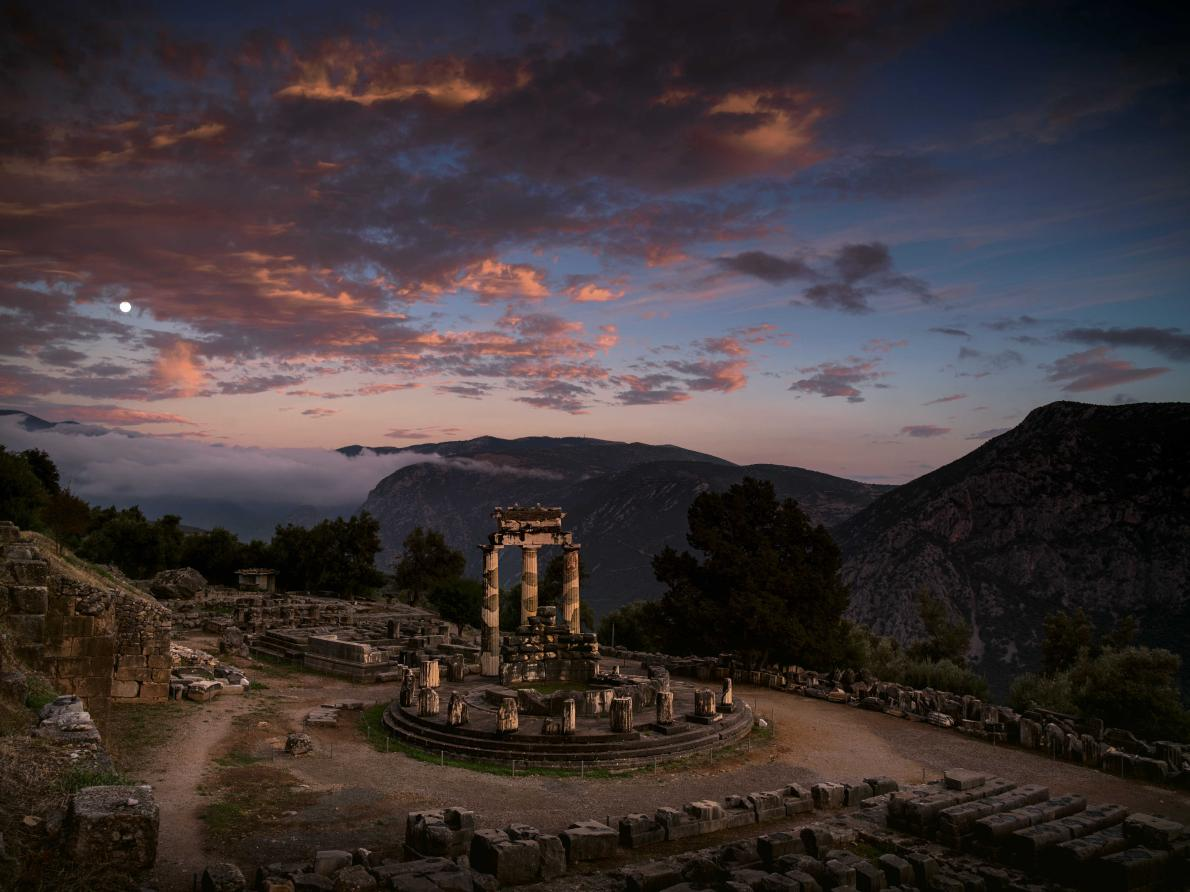 PHOTOGRAPH BY VINCENT J. MUSI AT ARCHAEOLOGICAL SITE OF DELPHI